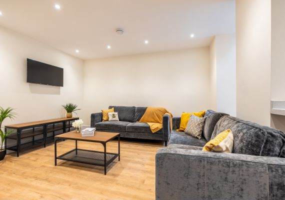 7 bed Broomhill
